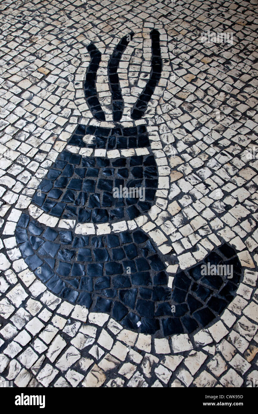 Asien, China, Macau. Portugiesische Fliesen-Designs in den Straßen ...