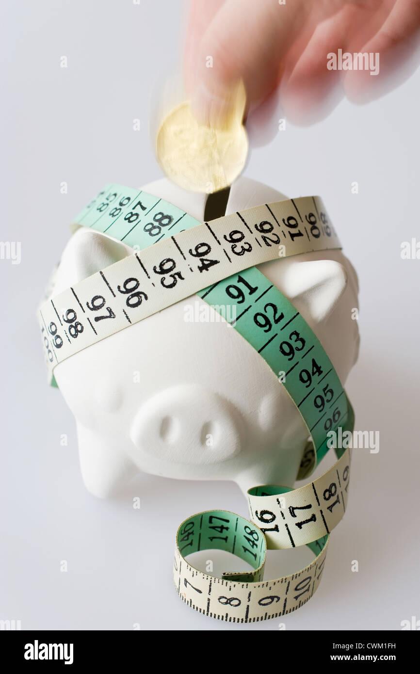 Tschechische Geld - sparen in ein Sparschwein Stockbild
