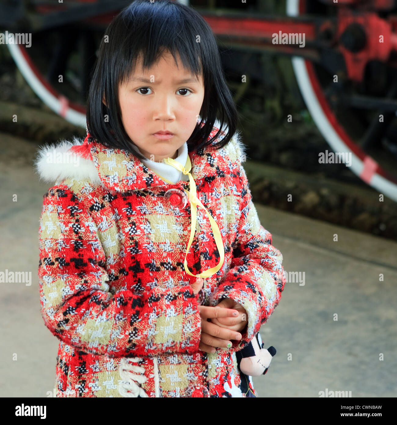 Vietnamese Mädchen, das weiße Kerl