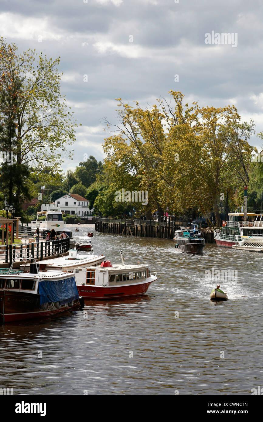 Boote im Delta, Tigre, Argentinien. Stockbild
