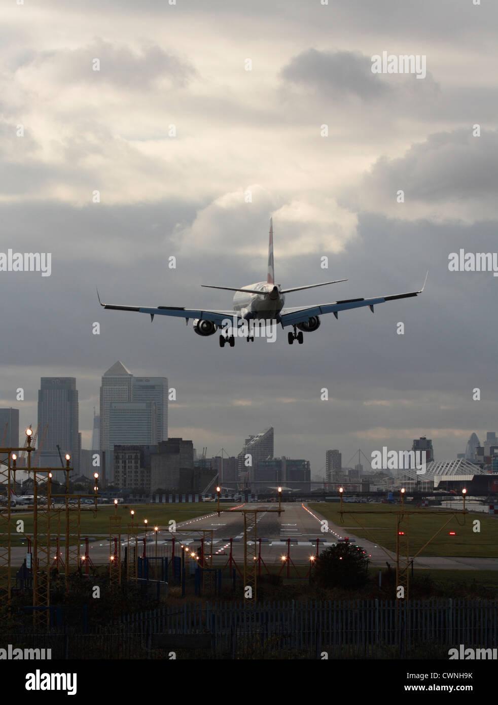 Flugzeug Landung In London City Airport Mit Der Start Und