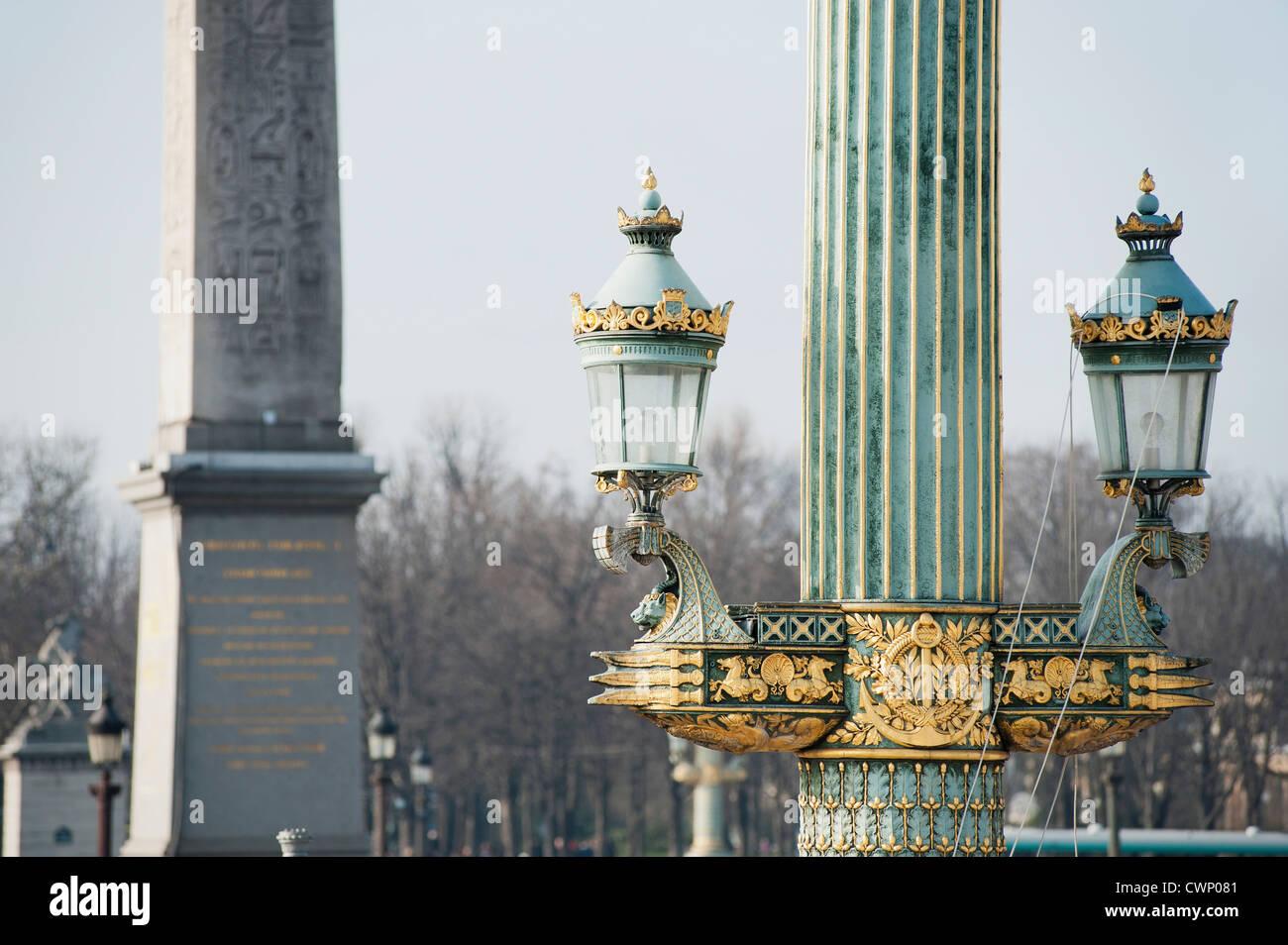 Reich verzierte Laternenpfahl in Place De La Condorde, Paris, Frankreich Stockbild