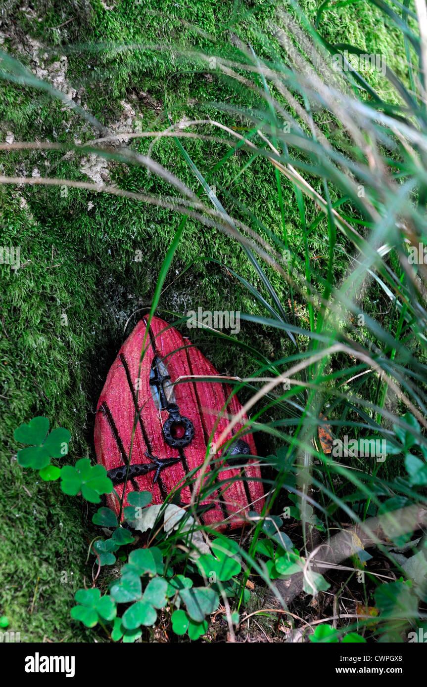 Rote Tür Fee Haus Baum Basis Garten Dekoration Dekorieren Miniatur Zwerg  Spaß Im Freien Baumhaus