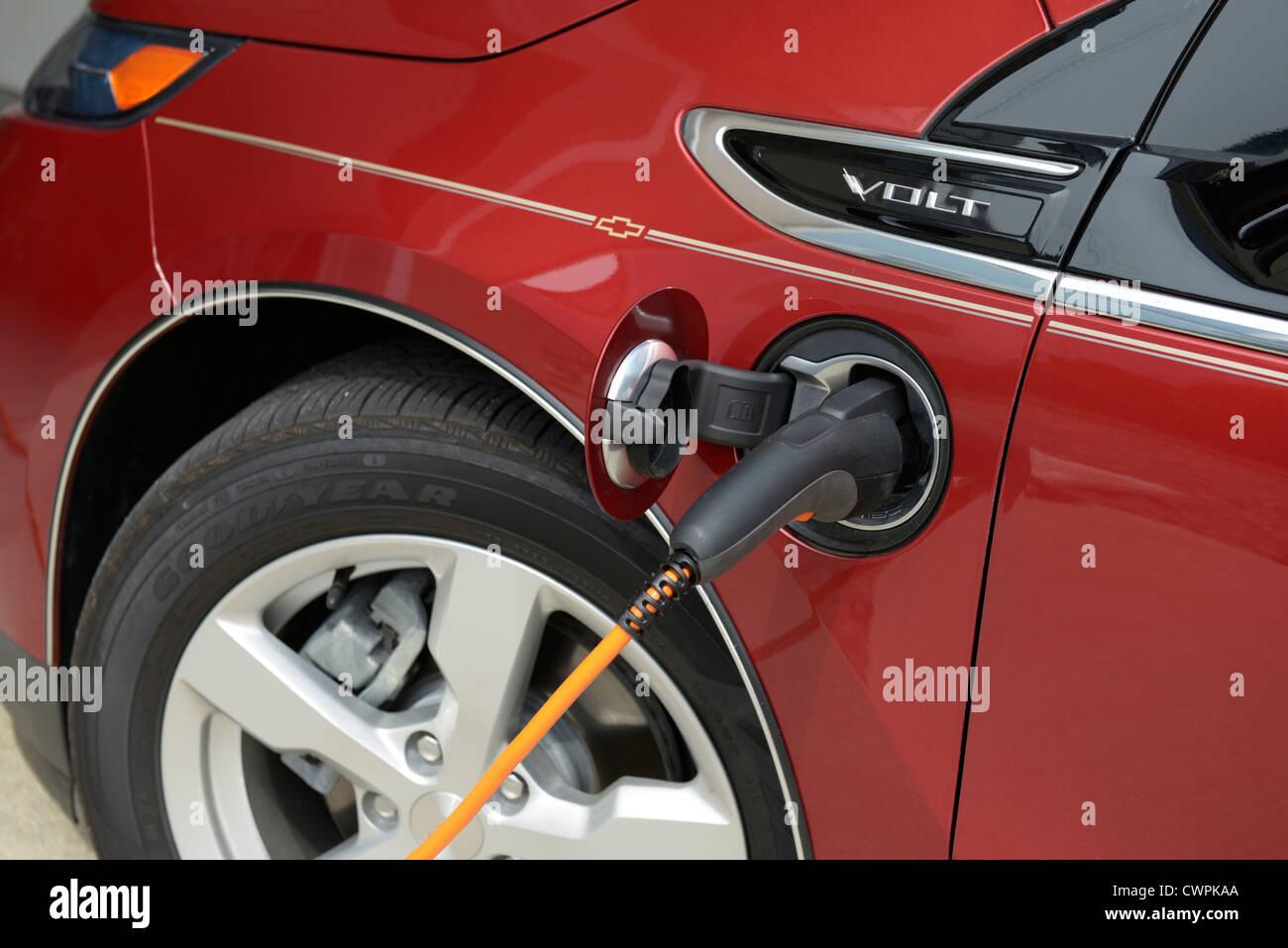Chevrolet Volt, Elektro-Auto aufladen Stockbild