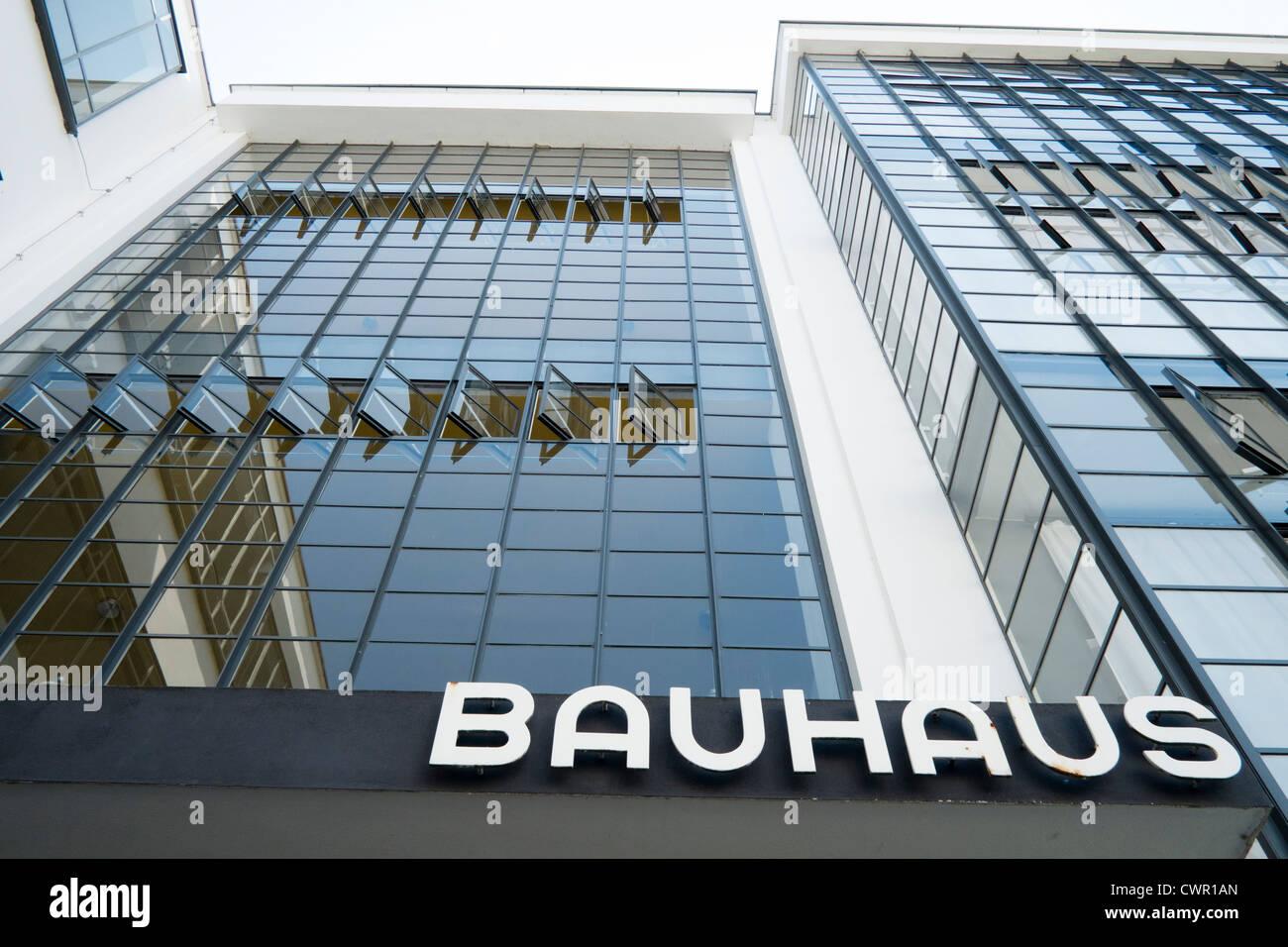 Bauhaus-Gebäude und Architektur Schule entworfen von Walter Gropius in Dessau Deutschland Stockbild