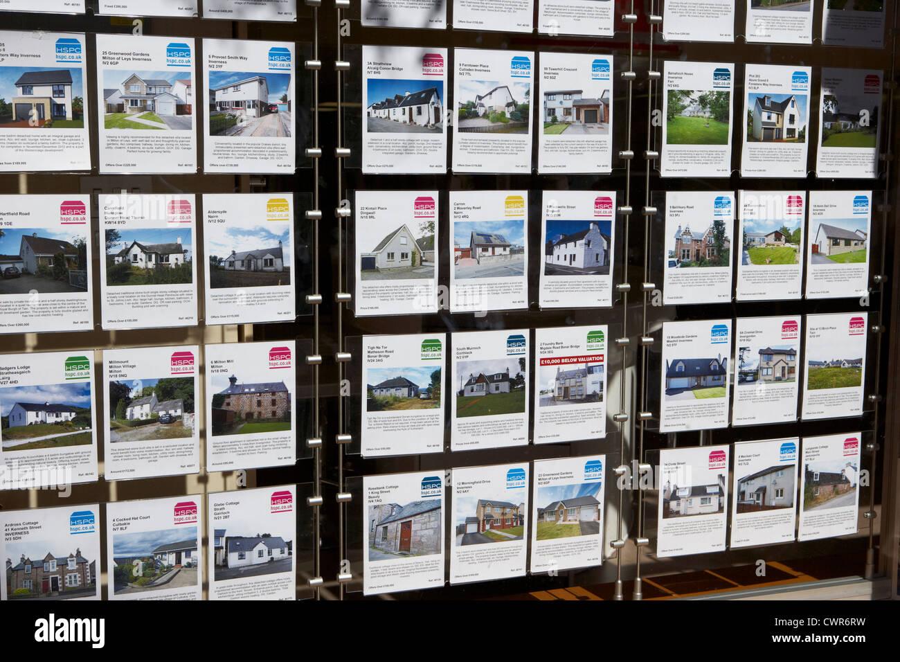 Immobilien zum Verkauf im Fenster eine Immobilien Agentur Inverness Highland Schottland, Vereinigtes Königreich Stockbild
