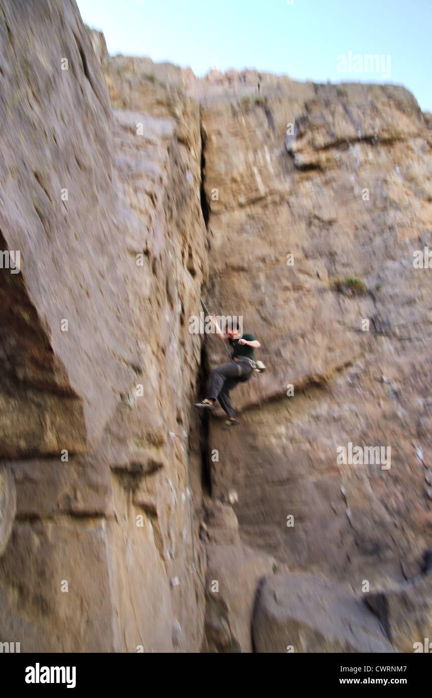 ein fallende Kletterer mit Motion blur Stockbild