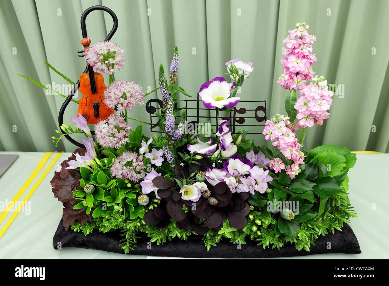 Herrlichen Blumenstrauß mit einem musikalischen Thema. Stockbild
