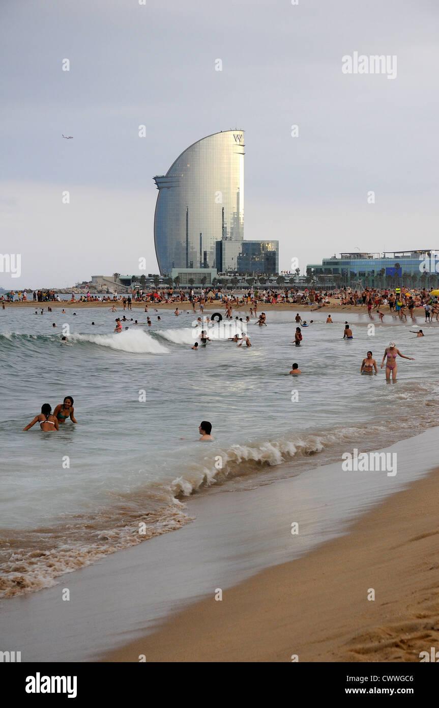Strand Von Barcelona Mit Dem Hotel Vela W Auf Dem Hintergrund Von