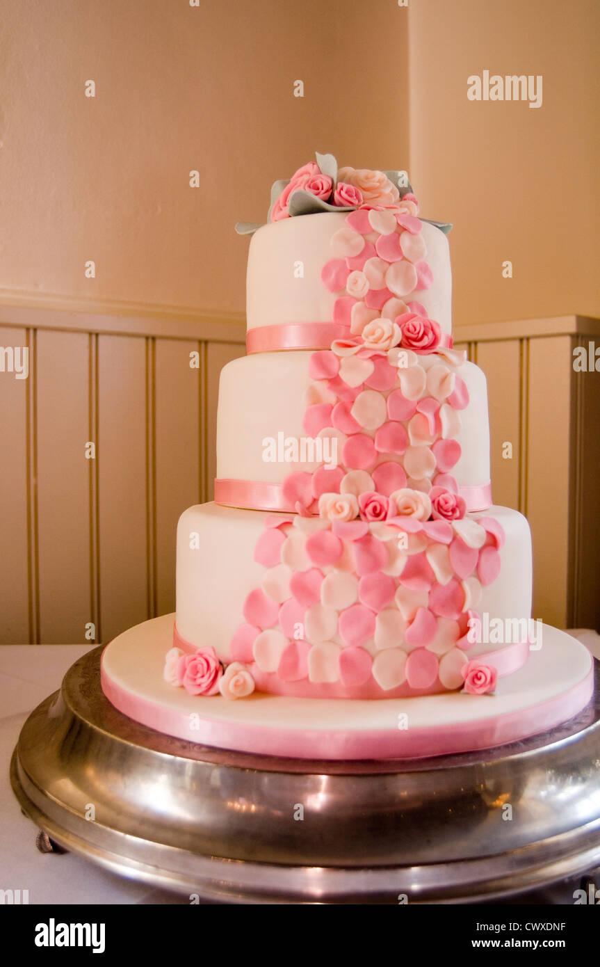 Hochzeitstorte Kuchen Hochzeiten Stufe Stufen gestaffelte Ehe Ehen Scheidung Scheidungen Rate Preise Tag Geburtstag Stockbild