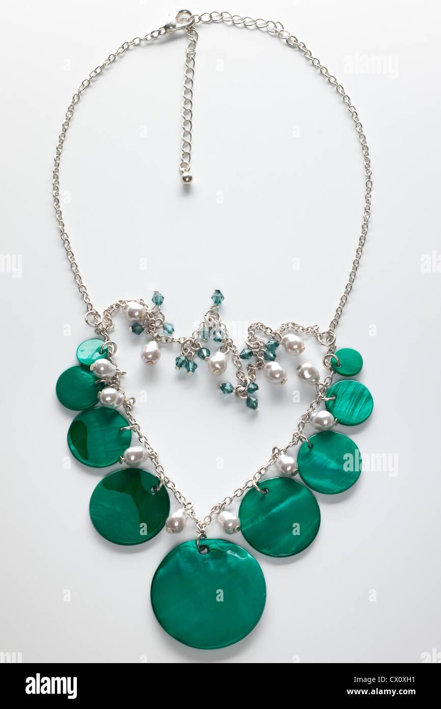 Grüne Schale und Perle Art Halskette Stockbild