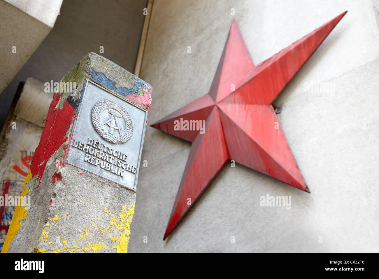 DDR Schild und roter Stern in Berlin Stockfoto