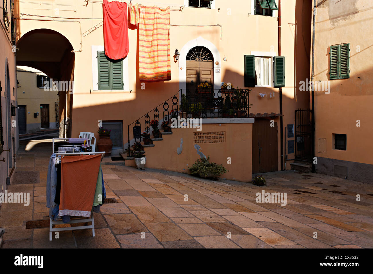 italian clothes drying stockfotos italian clothes drying bilder alamy. Black Bedroom Furniture Sets. Home Design Ideas