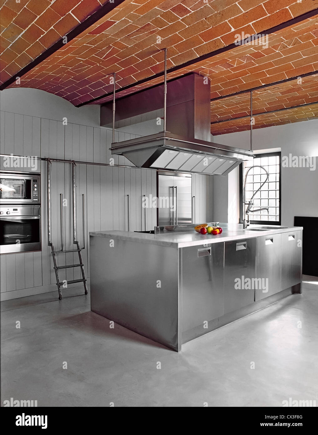 Moderne Kuche Mit Konkreten Fussboden Und Ziegeln Gewolbe Stockfoto