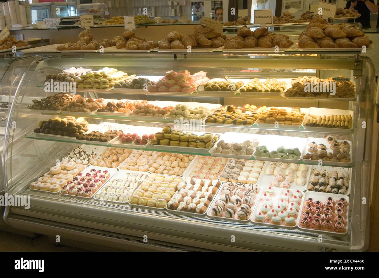 Konditorei italienischen Italien Kuchen Kuchen naschen Süßigkeiten Sweettooth Gebäck Backen einkaufen Stockbild