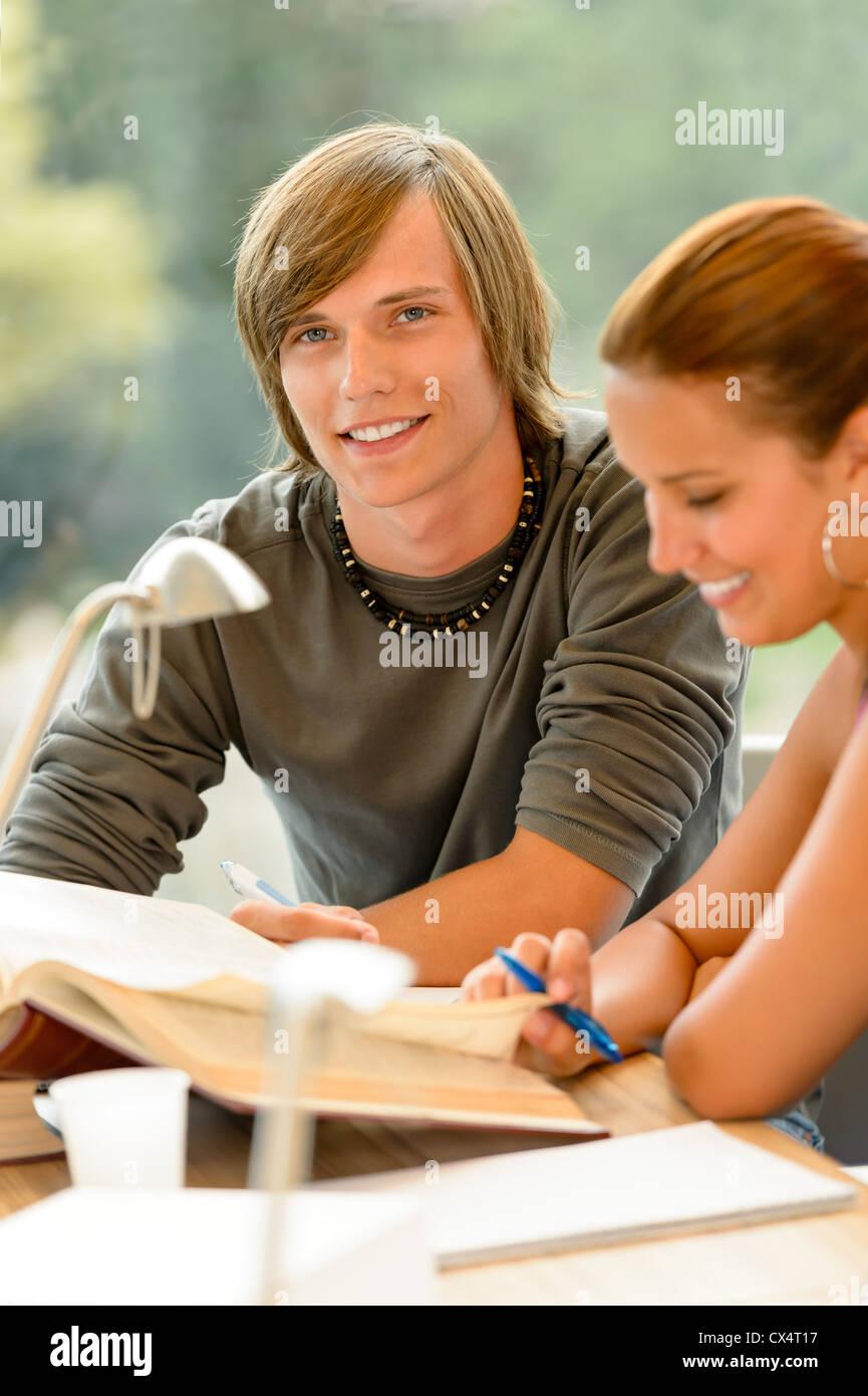 High school junge mädchen beziehung aus
