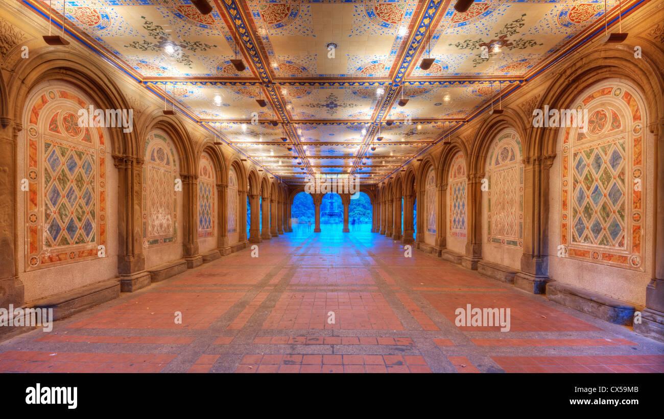 Reich verzierte Unterführung der Bethesda Terrasse im New Yorker Central Park. Stockbild