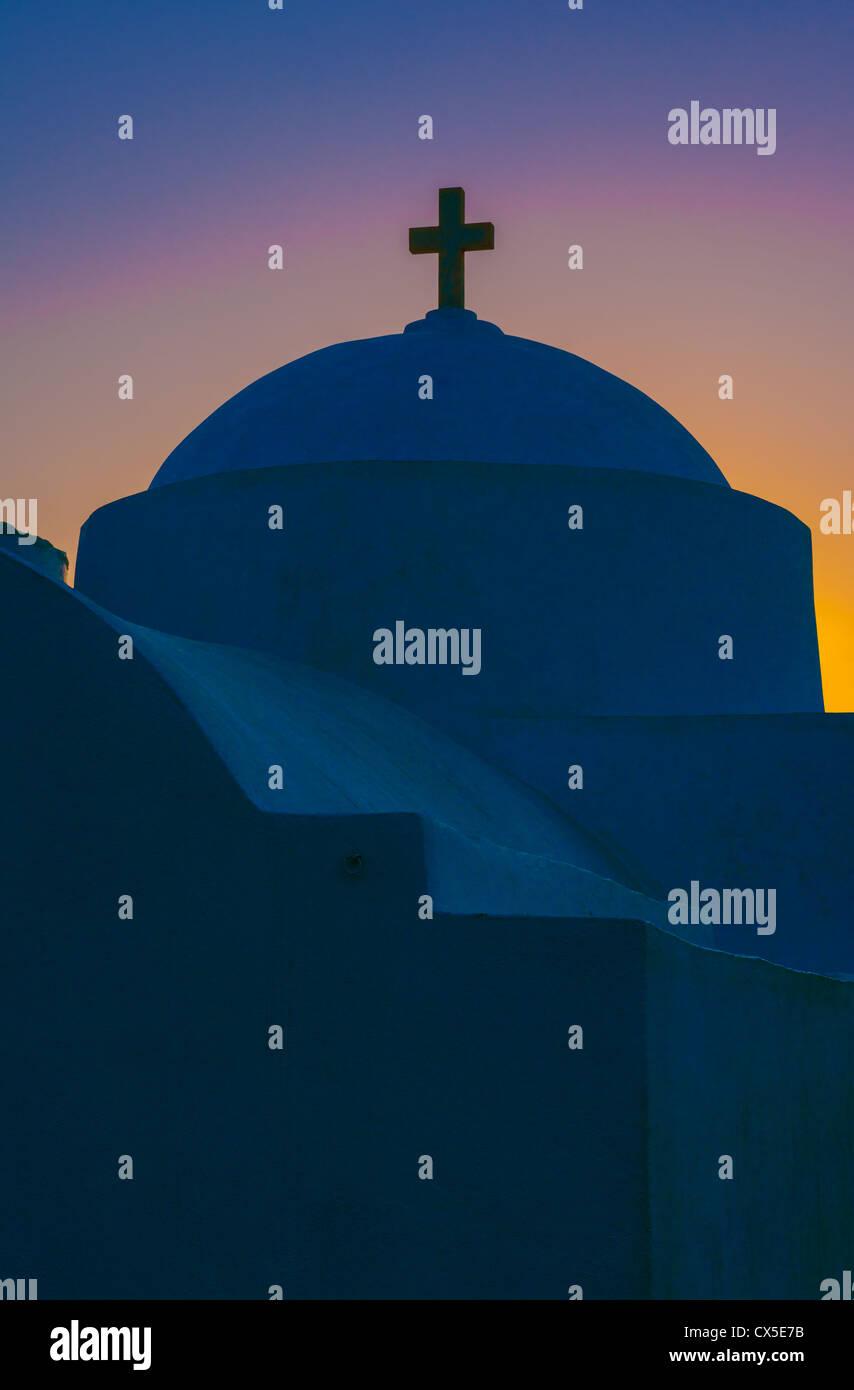 Griechische orthodoxe Kapelle in der Morgendämmerung auf der Insel Sifnos Stockfoto