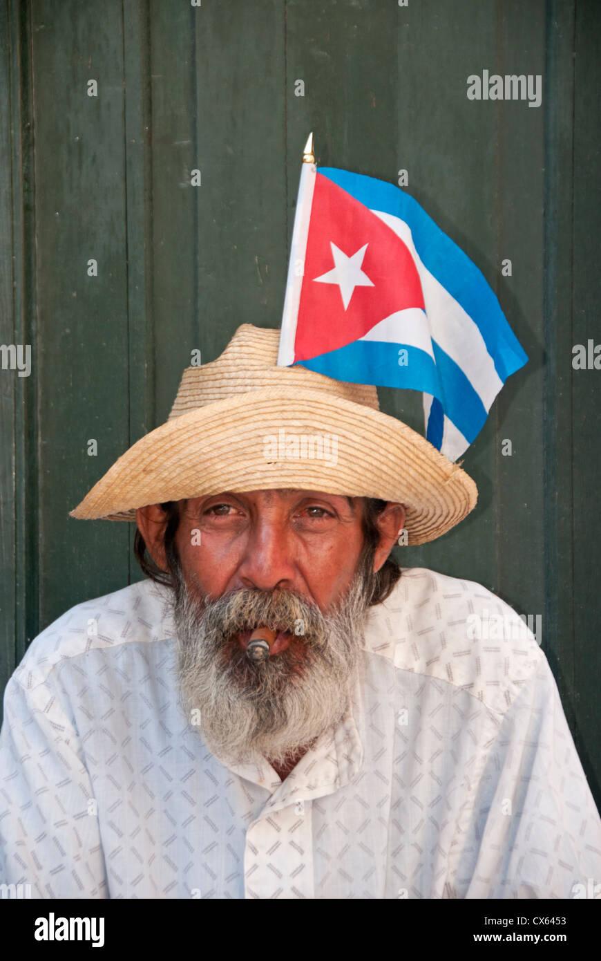 Porträt von einem lokalen kubanischen Mann, Calle Mercaderes, Habana Vieja, Havanna, Kuba, Karibik Stockbild