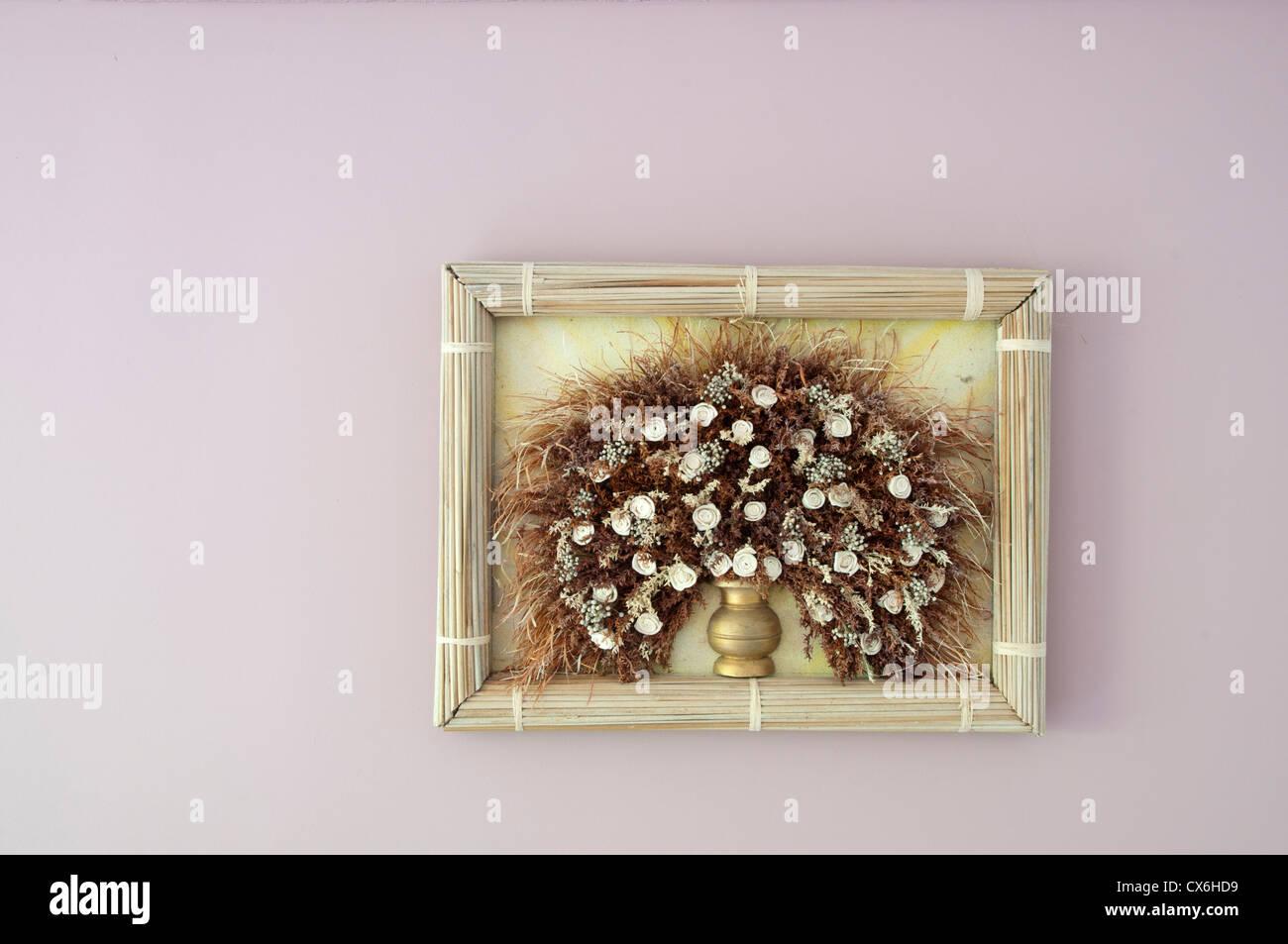 Gerahmte trockene Blume - Wandbehang Stockbild