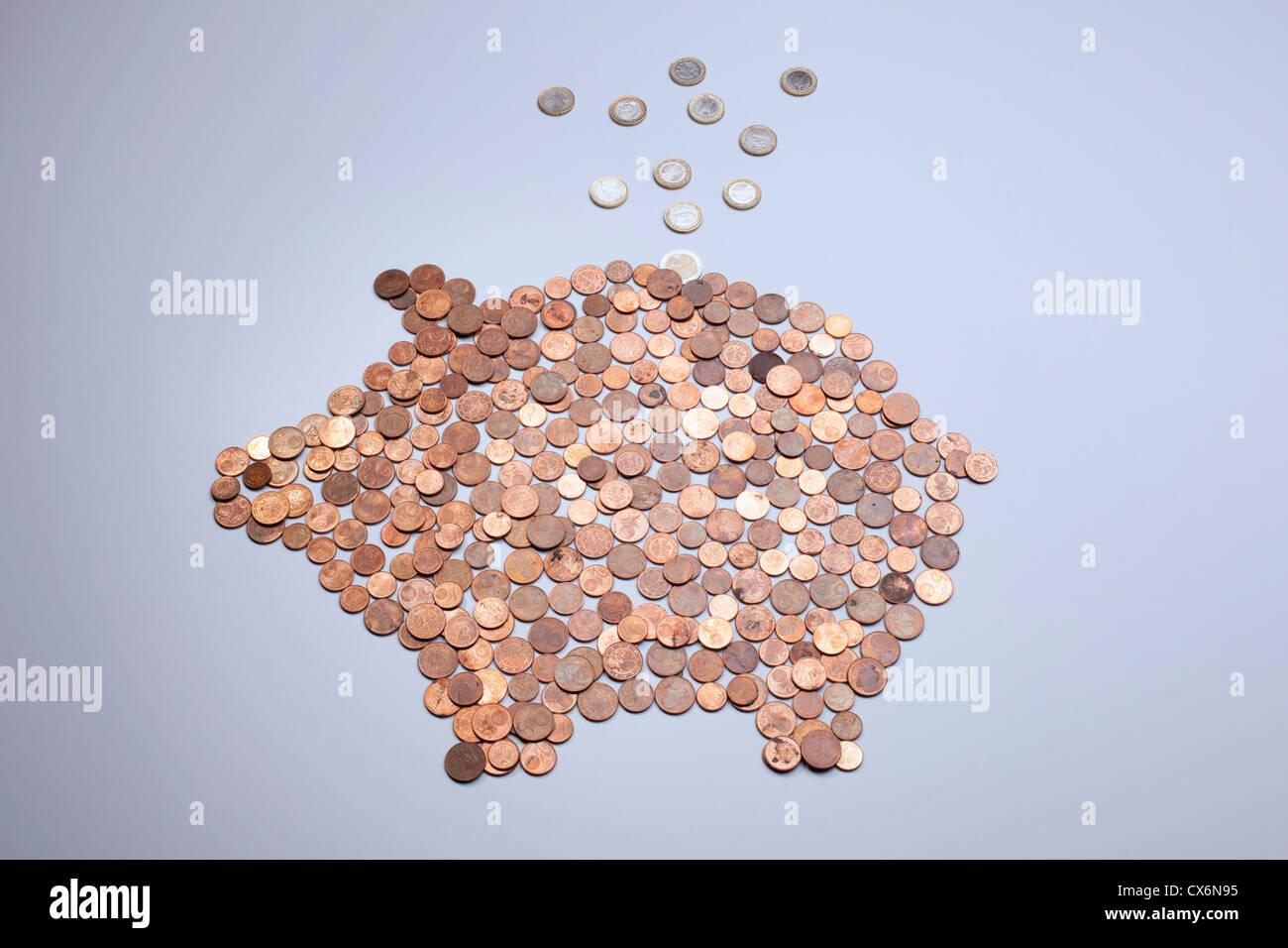 Euro Münzen Fallen In Ein Sparschwein Hergestellt Aus Europäische