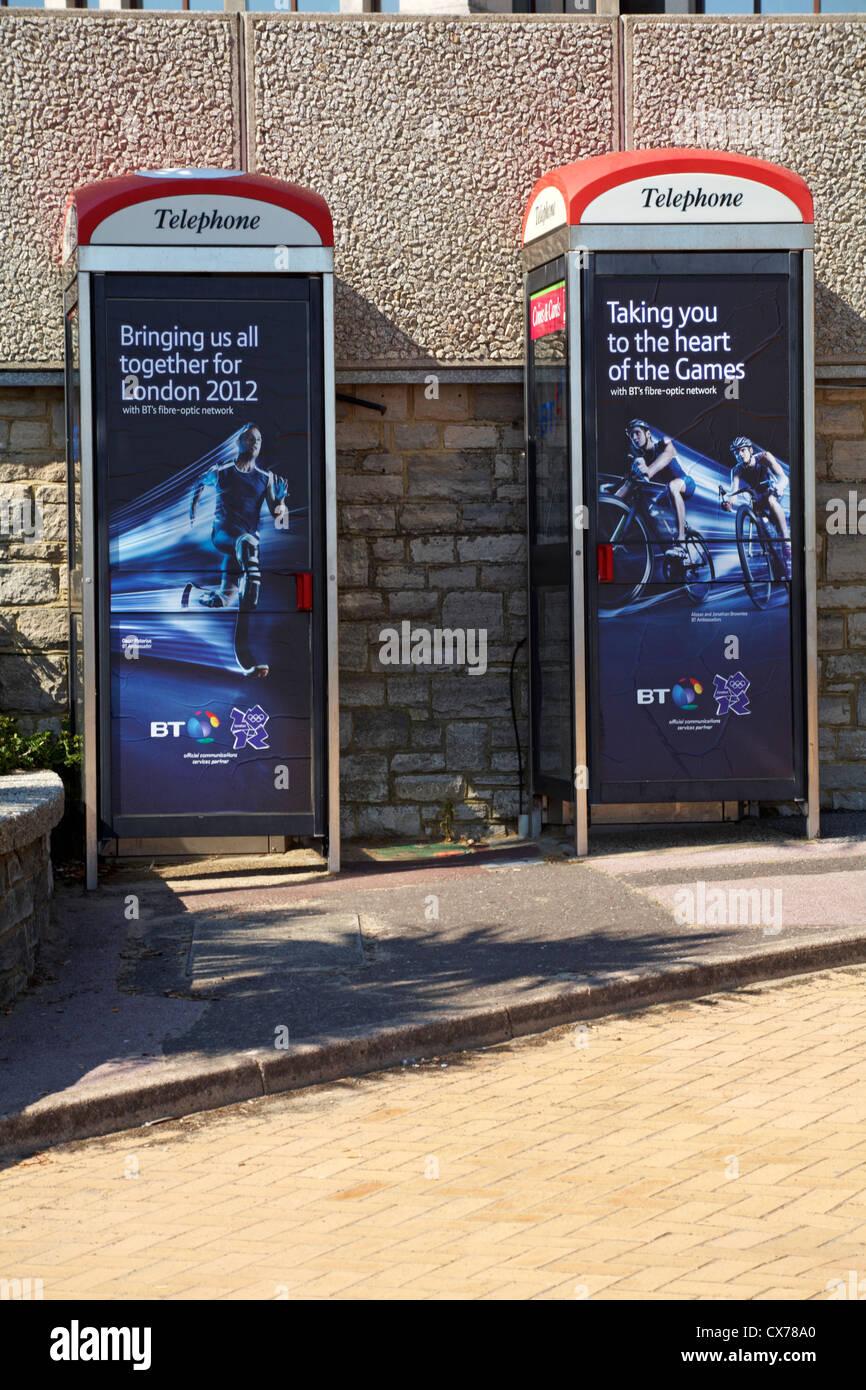2 Telefonleitungen Boxen in Bournemouth - bringt Sie zum Herzen der Spiele, bringt uns alle zusammen für London Stockfoto