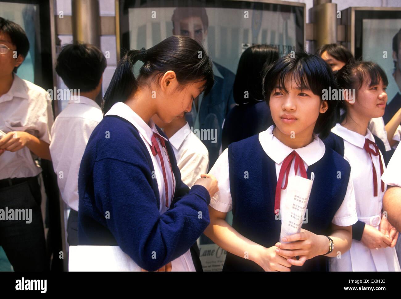 Asiatisches Schulmädchen In Bus