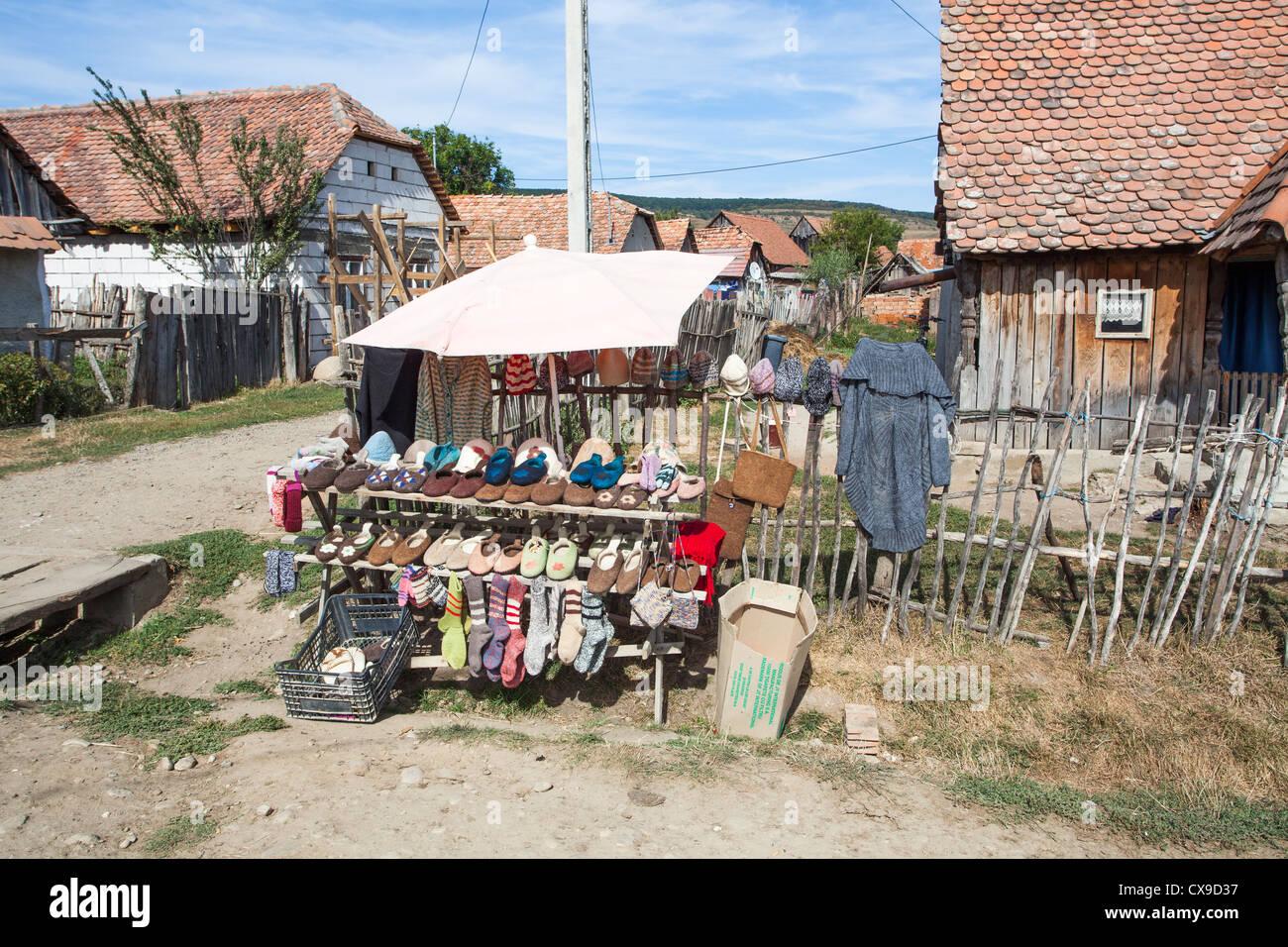deutsch wei kirch dorf zentral rum nien am stra enrand souvenir stall traditionellen lokalen. Black Bedroom Furniture Sets. Home Design Ideas