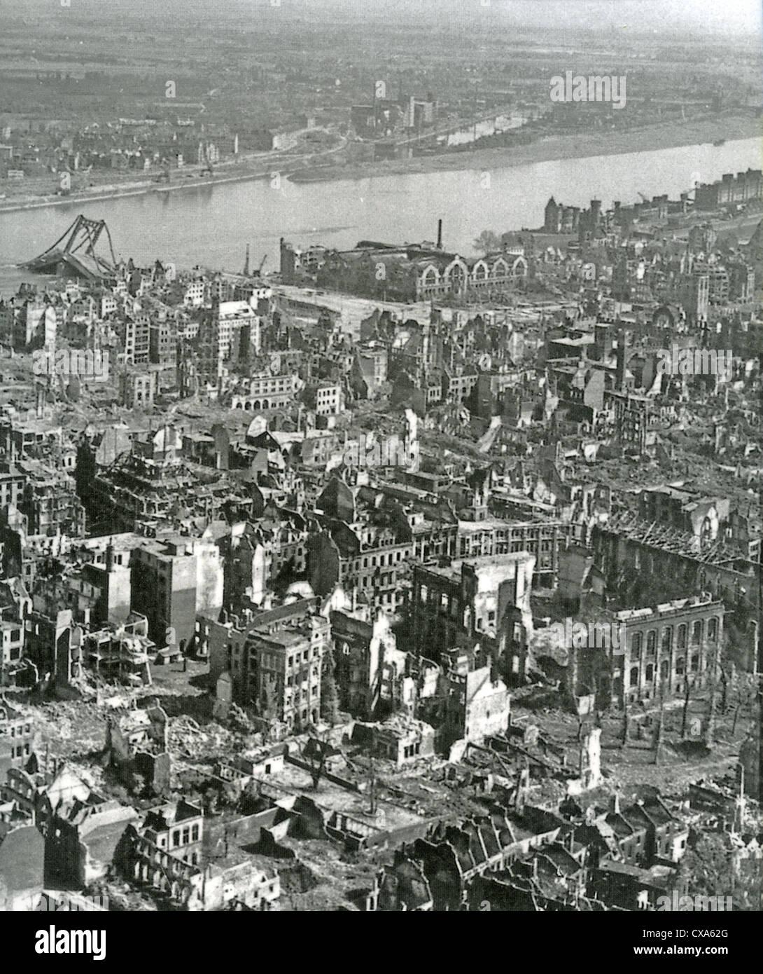 k ln deutschland 1945 zeigen der zerst rten stadt nach alliierten bombenangriffe stockfoto. Black Bedroom Furniture Sets. Home Design Ideas