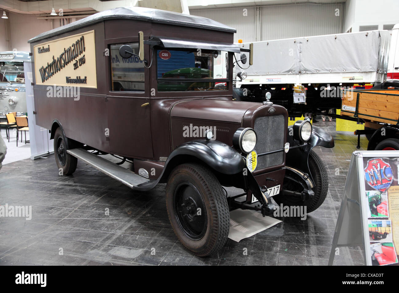 Opel Oldtimer Van auf der Internationalen Automobilausstellung für Nutzfahrzeuge Stockbild