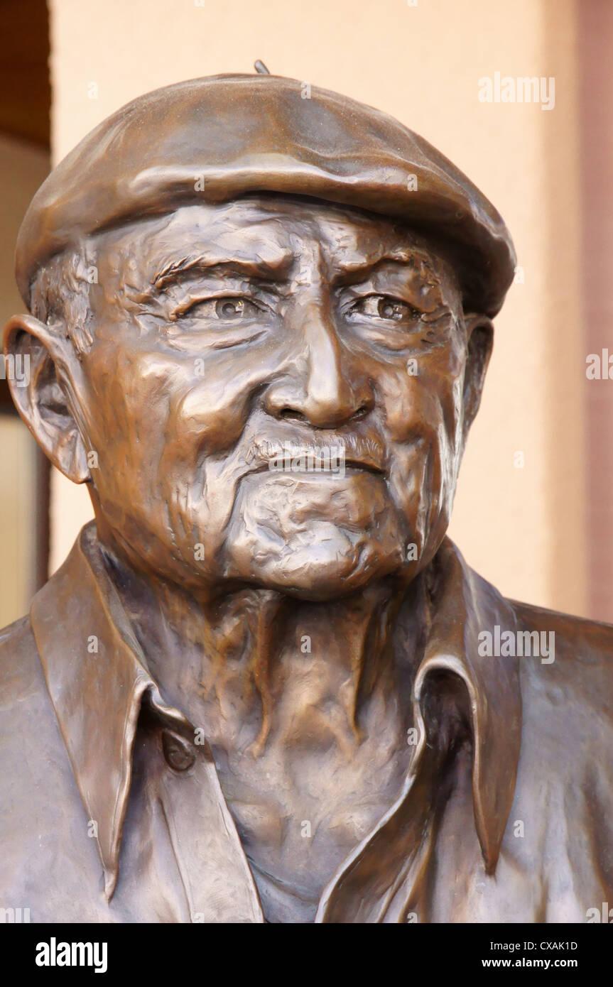 Scupture des Künstlers Allan Houser Innovator Bronze Inspiration Perspektive Skulptur Kunstobjekt umwandeln Stockbild
