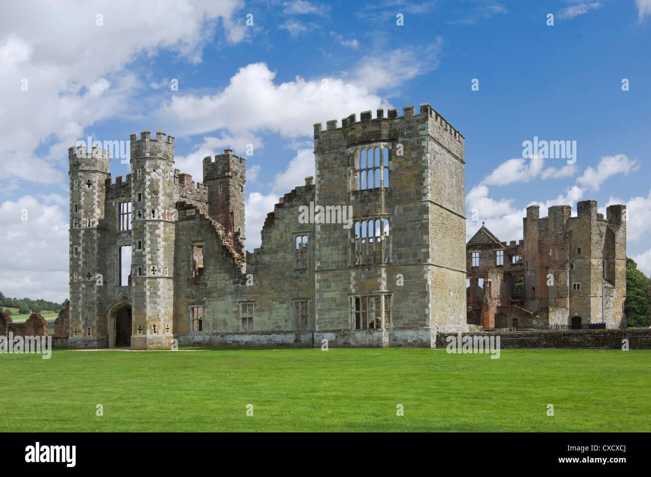 Cowdray Schloss aus dem 16. Jahrhundert, Midhurst, West Sussex, England, Vereinigtes Königreich, Europa Stockbild