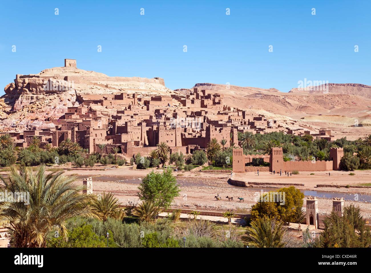 Stadt von Ait Benhaddou auf einem ehemaligen Karawanenstraße am Flussufer Ouarzazate verwendet oft als Drehort, Stockbild