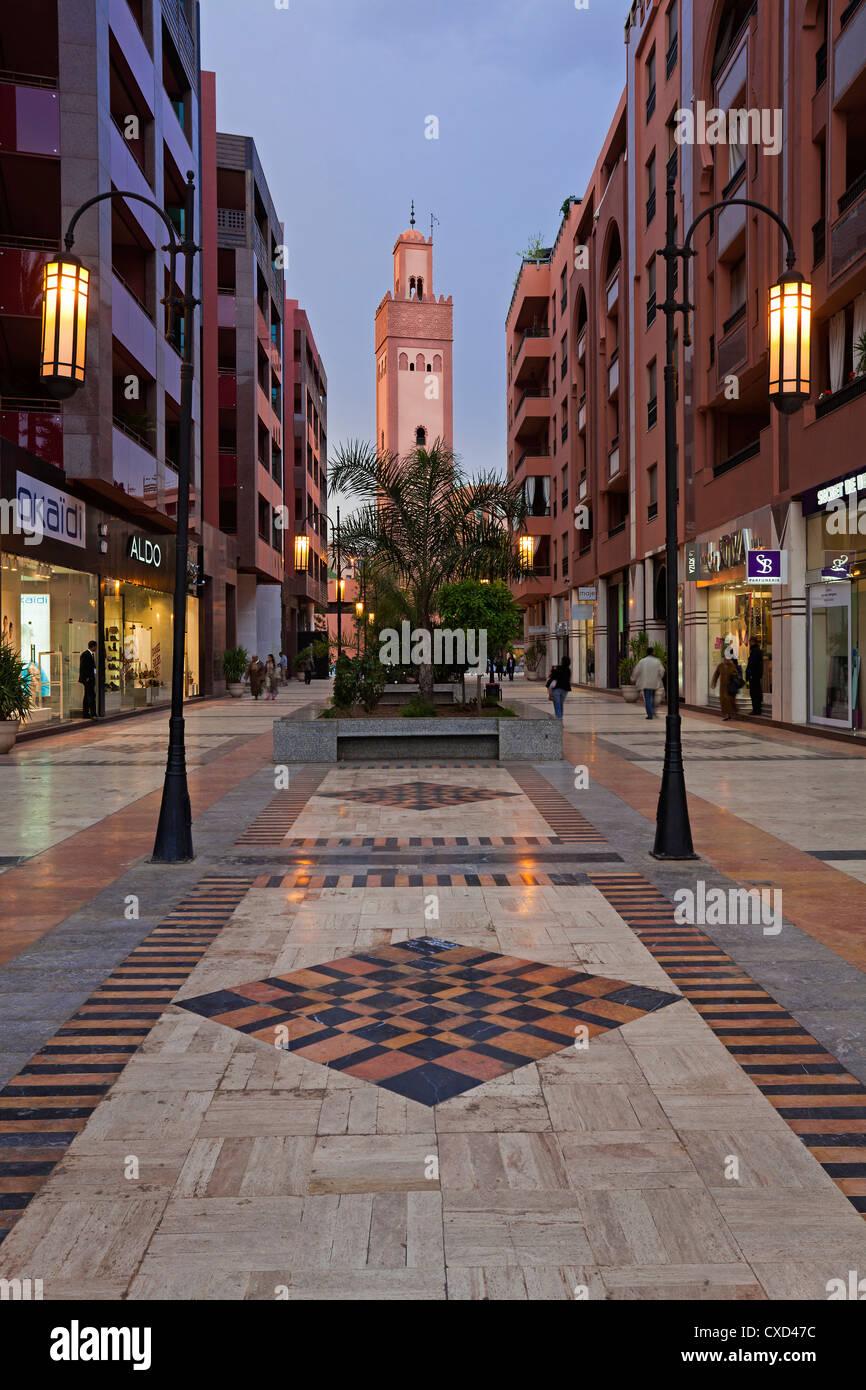 Neues Einkaufszentrum und Apartments in der wohlhabenden Gegend von Gueliz in Marrakesch, Marokko, Nordafrika, Afrika Stockbild
