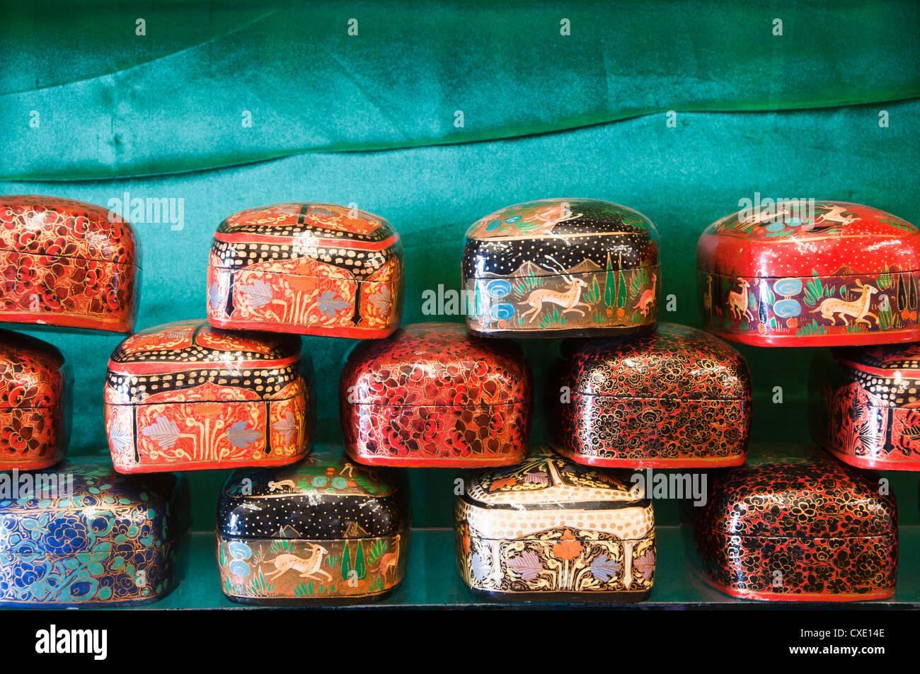 Kashmiri Papier Pappmaché-Geschenkbox Stockbild