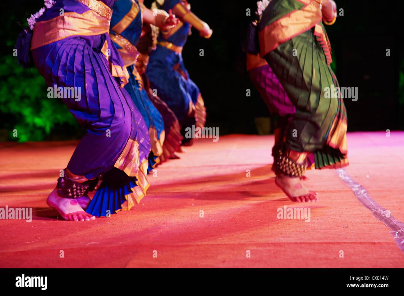 Frauen-Tänzer, traditionellen indischen Tanz Festival, Mamallapuram (Mahabalipuram), Tamil Nadu, Indien, Asien Stockbild