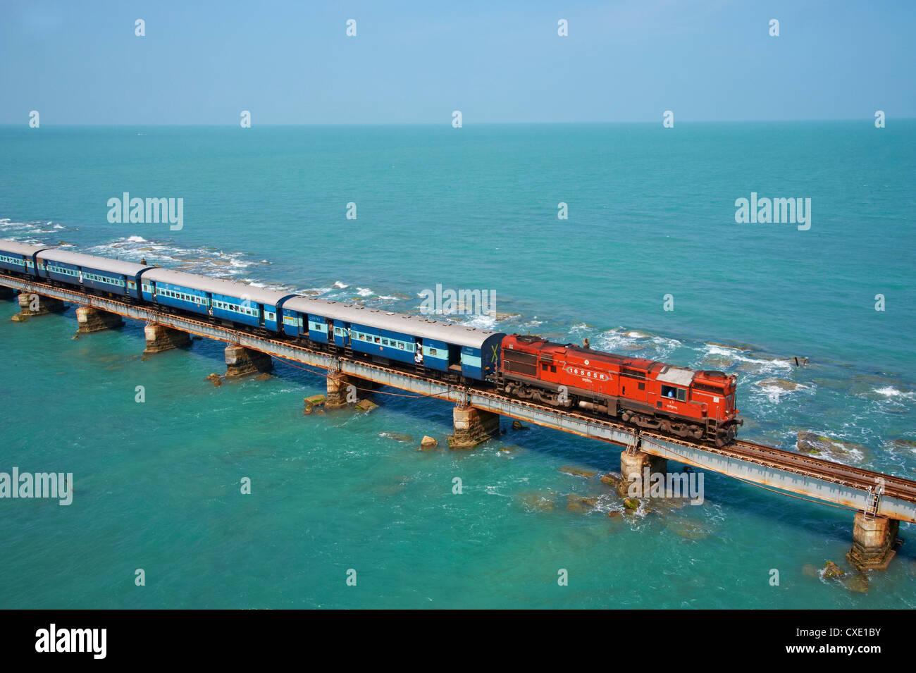 Trainieren der Brücke zur Insel Rameswaram, Rameswaram, Tamil Nadu, Indien, Asien Stockbild