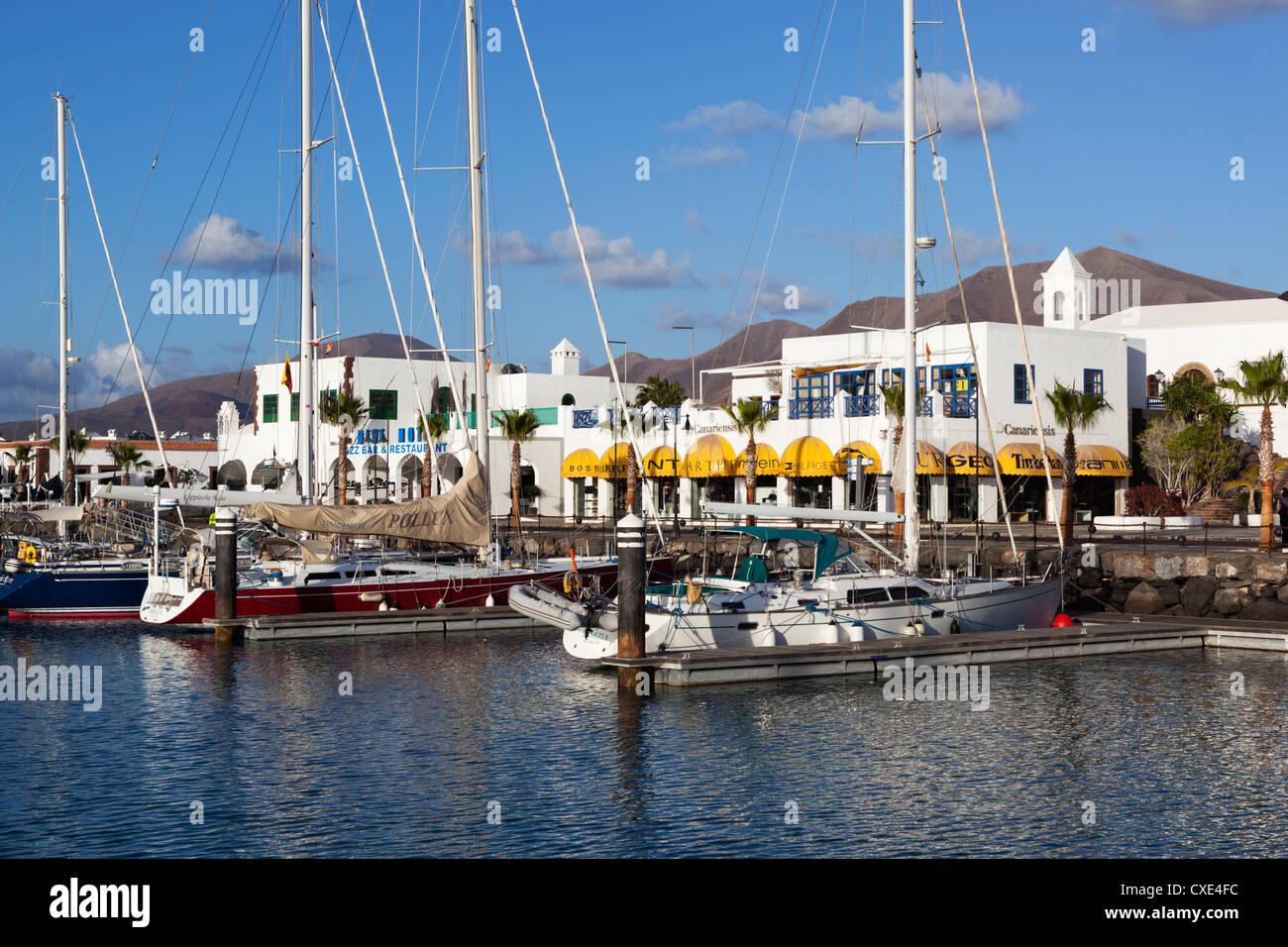 Blick über die Marina, Playa Blanca, Lanzarote, Kanarische Inseln, Spanien Stockbild