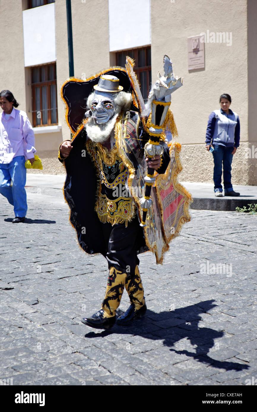 Hochzeit Prozession mit traditionell gekleideten Peruaner, Arequipa, Peru, Südamerika Stockbild