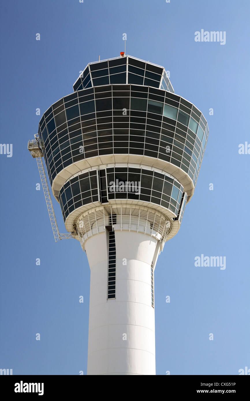 Muenchen, Detailansicht des Towers am Flughafen Franz Josef Strauß Stockbild