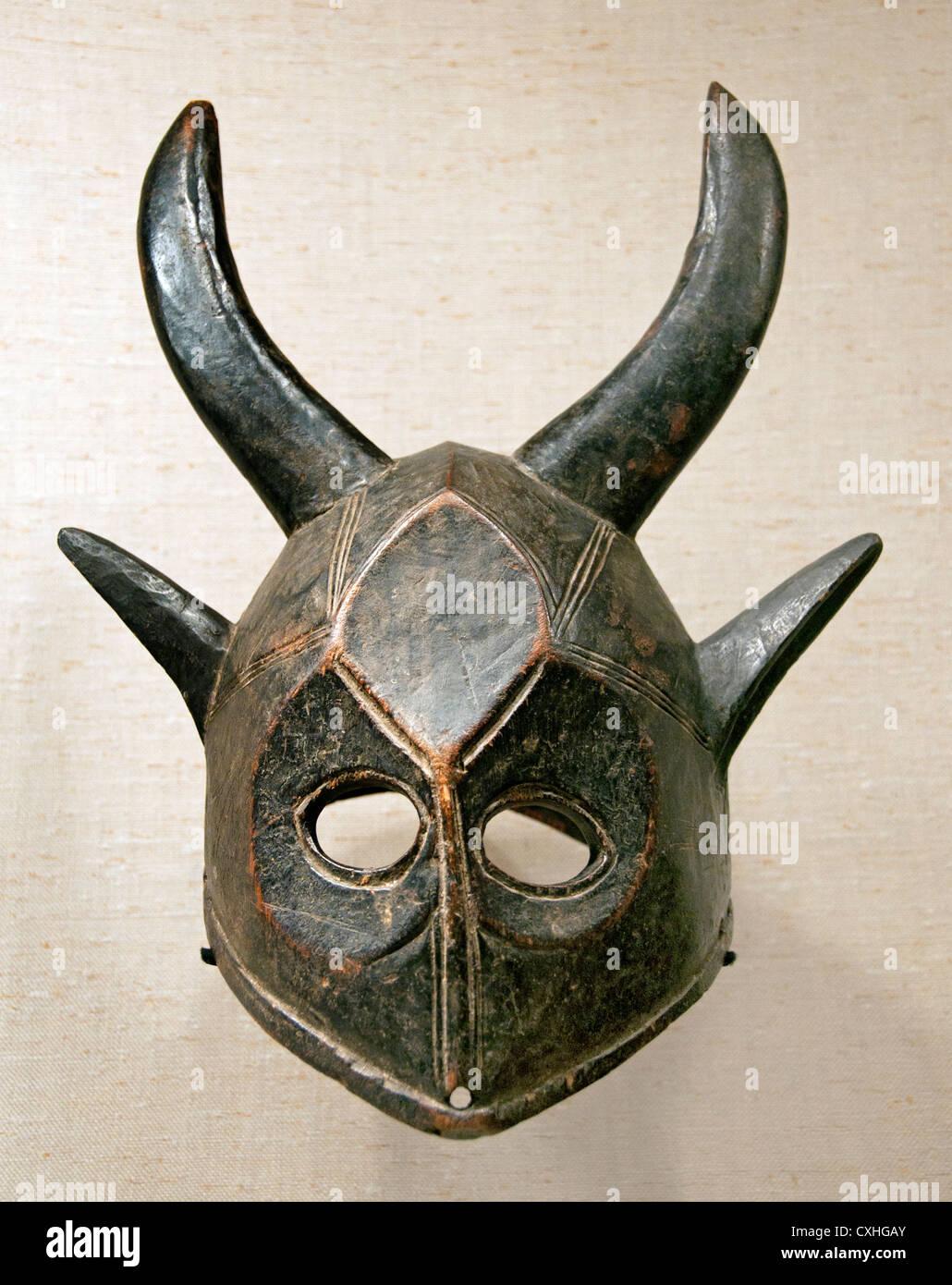 Helm-Maske Völker aus dem 19. ? 20. Jahrhundert Bamana Mali Maske Holz Afrika Stockbild