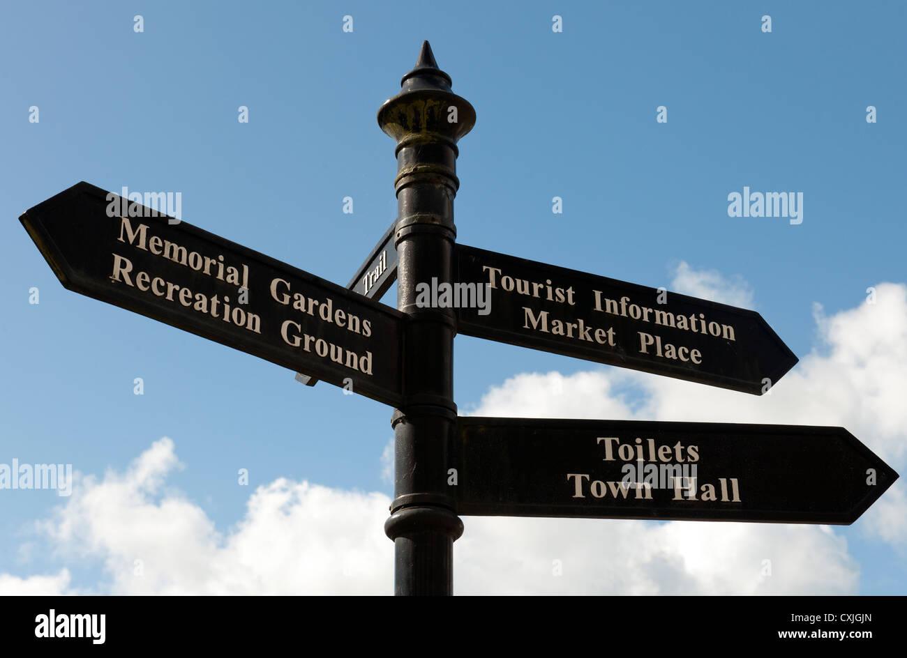 Richtung Finger Post Ashbourne, Derbyshire, England, UK. Stockbild