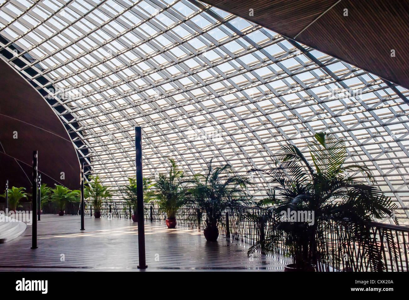 Innenraum der Metallrahmen Gebäude, China National Grand Theatre ...