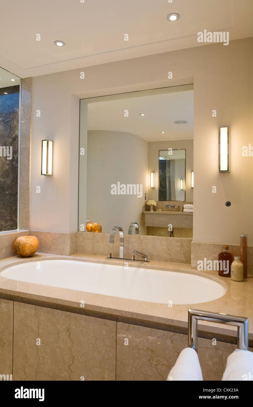 Wasserhahn Beleuchtet farbe innen badezimmer beleuchtet lichtreflexion marmor neutrale