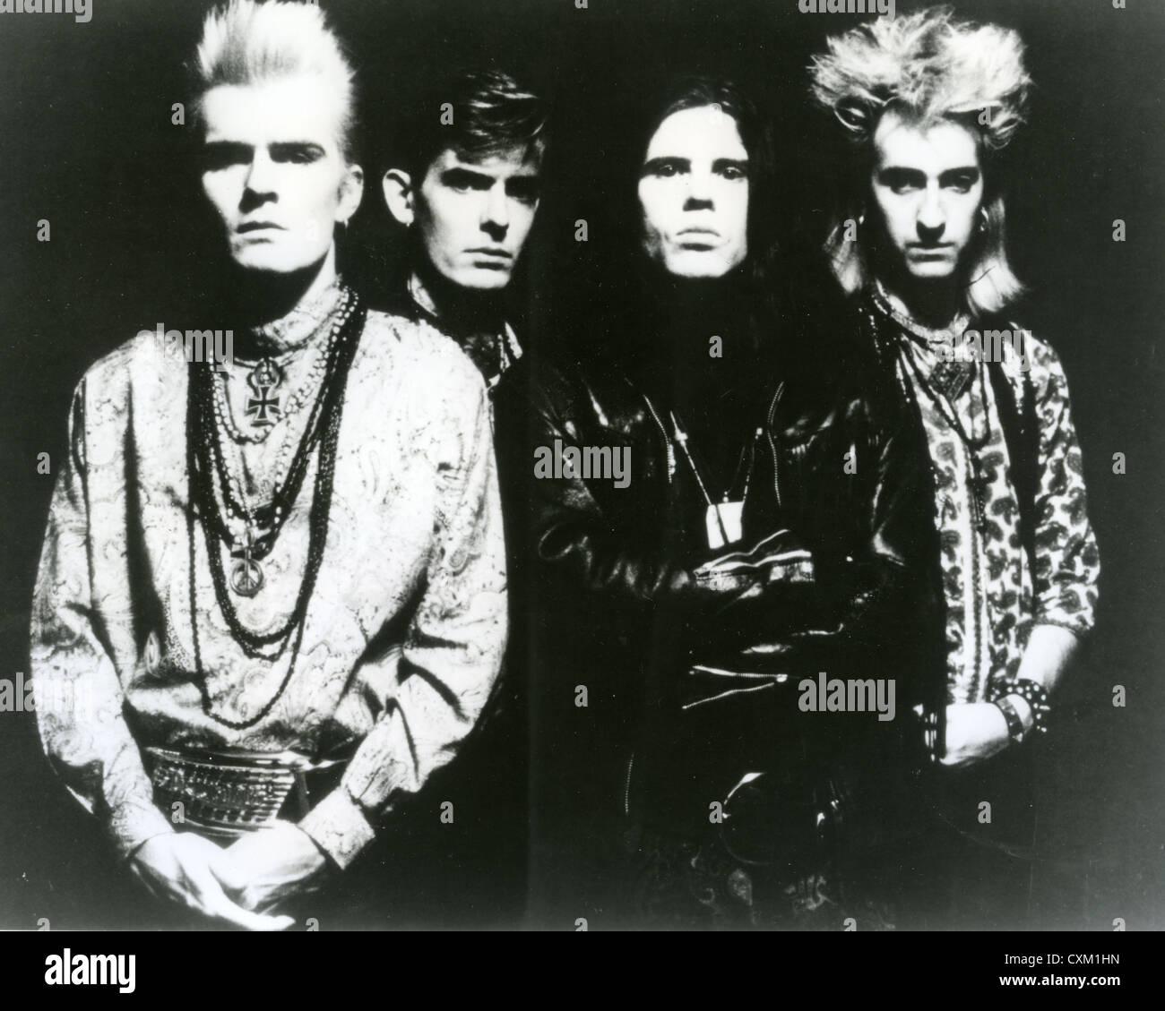 DIE Kult-Promo-Foto von UK-Rock-Gruppe über 1990 mit Billy Duffy auf der linken Seite und Ian Astbury in schwarz Stockbild