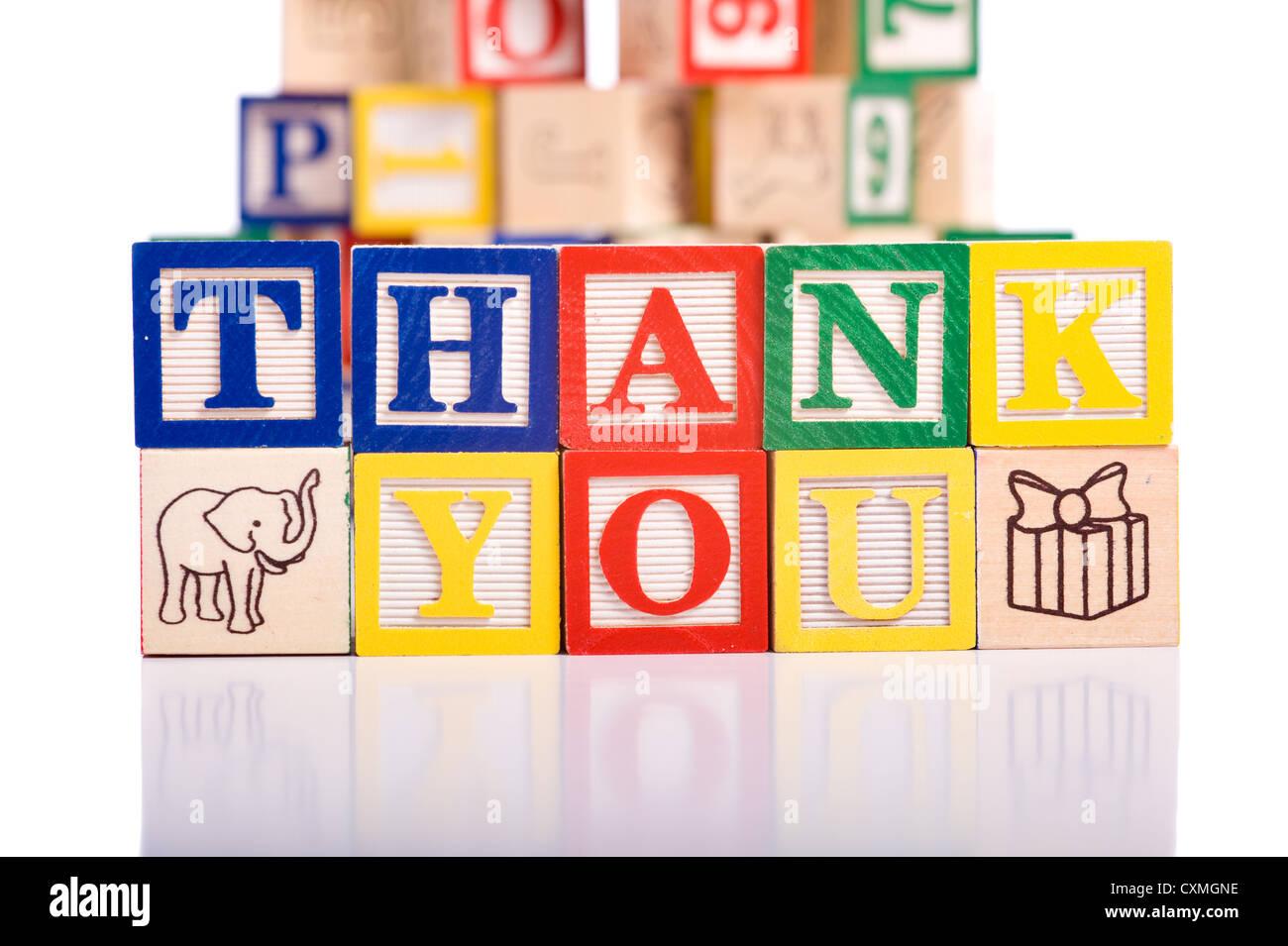 """Ein Kind Alphabet Blöcke auf einen weißen Hintergrund buchstabieren die Worte """"Thank You"""" Stockbild"""