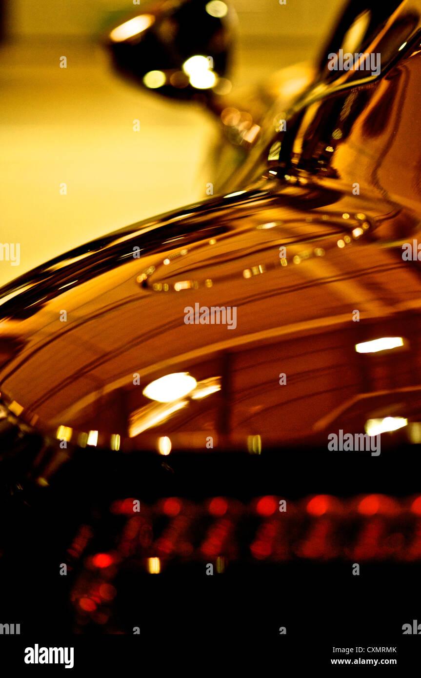 die Seite von einem Aston Martin Dbs in schönes Licht Stockbild