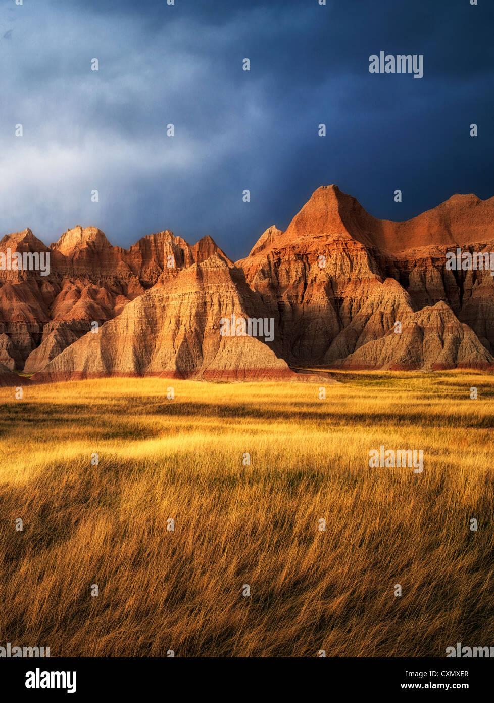 Rasen-Wiese und bunten Steinen. Badlands Nationalpark, South Dakota. Stockbild