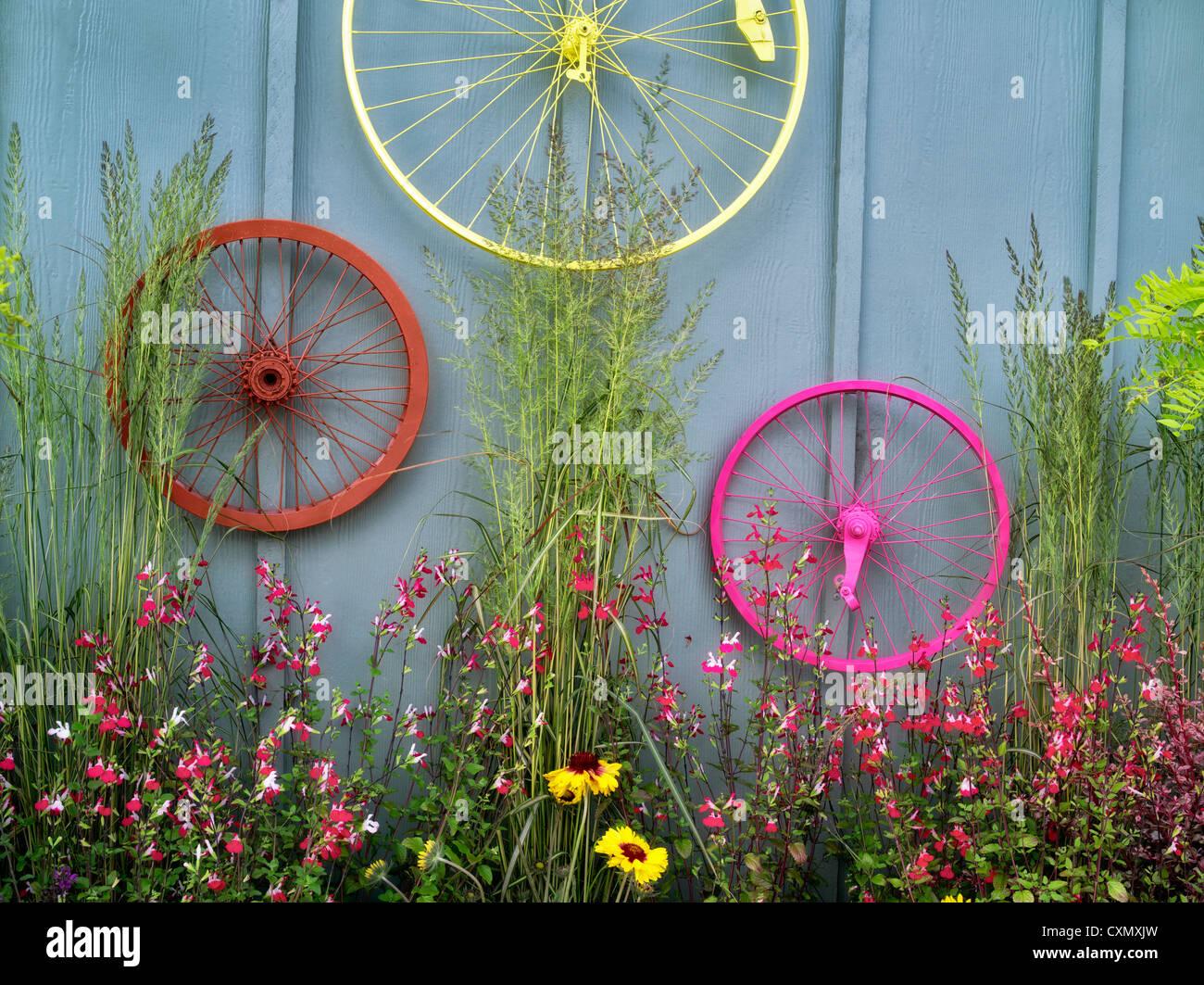 Fahrrad Felgen Garten Anzeige. Al-Kindergarten. Sherwood, Oregon Stockbild