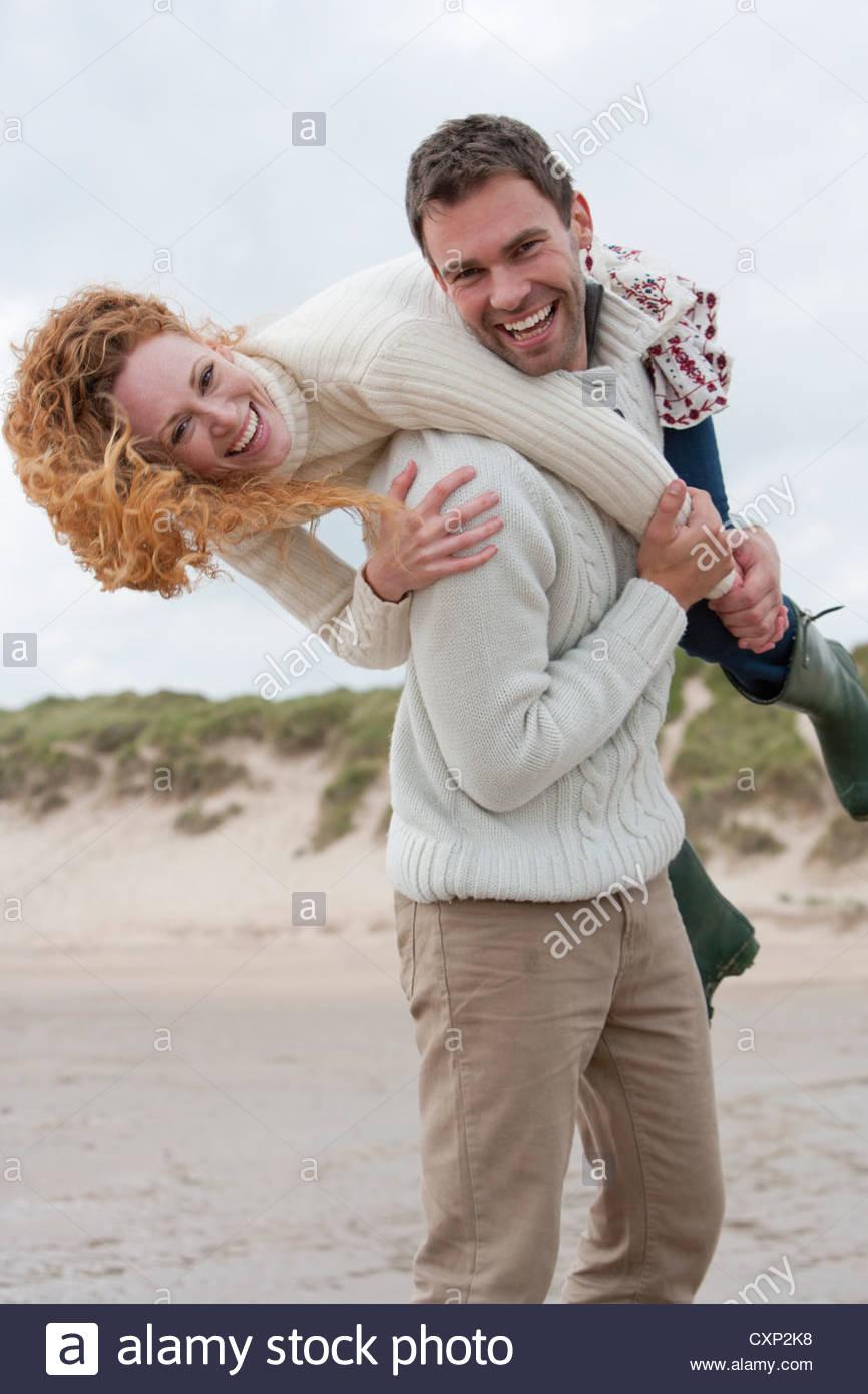 romantisches Paar im Winter